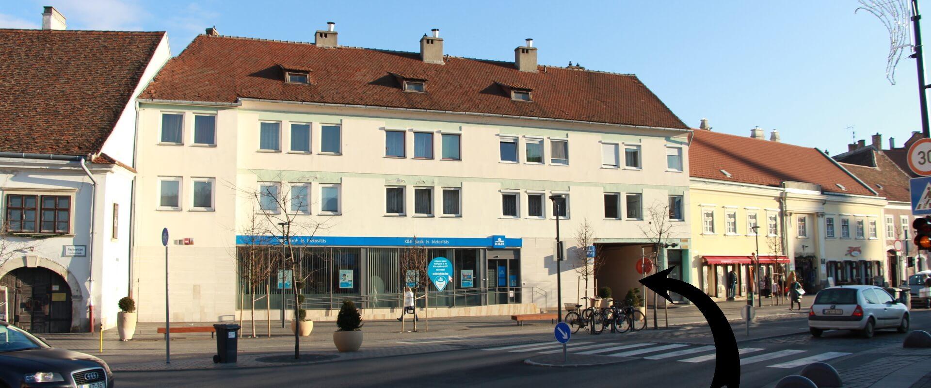 Sopron, Várkerület 41. autóbehajtás